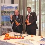 Direktor D. Feige und Empfangschef A. Jentsch vom Ostseehotel Ahlbeck