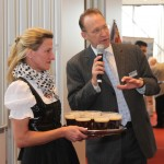 Brauhaus-Chefin Hein mit Seetel GM Ralf Müller