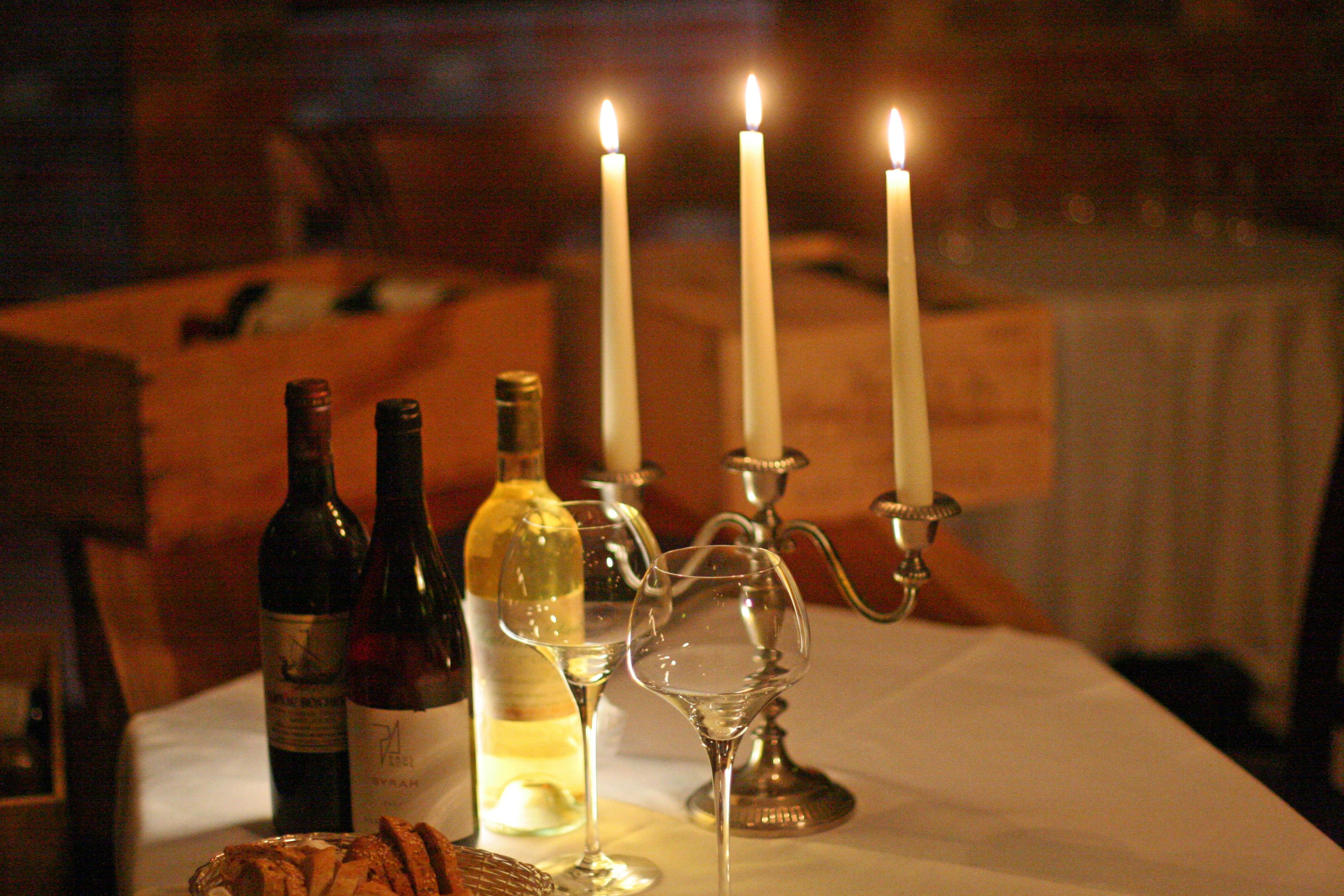 Der Weinkeller bei Kerzenschein