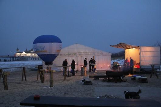1. Wintergrillen der Seetel Hotels Usedom am Strand neben der Seebrücke Ahlbeck