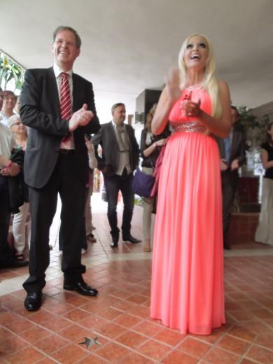Daniela Katzenberger mit Hotel-Inhaber Rolf Seelige-Steinhoff