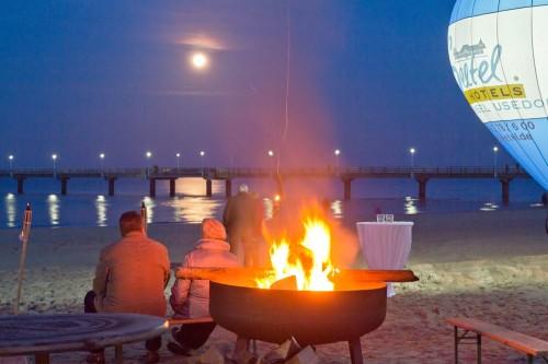 Romantisch: Vollmond über der Seebrücke Ahlbeck zum 2. Seetel Wintergrillen